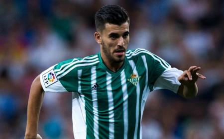 MADRID, SPAIN - AUGUST 29: Dani Ceballos of Real Betis Balompie controls the ball during the La Liga match between Real Madrid CF and Real Betis Balompie at Estadio Santiago Bernabeu on August 29, 2015 in Madrid, Spain.  (Photo by Gonzalo Arroyo Moreno/Getty Images)