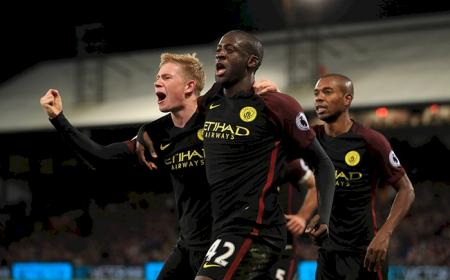 "Manchester City's Yaya Toure celebrates scoring his side's second goal of the game, with team mate Manchester City's Kevin De Bruyne, who provided the assist, during the Premier League match at Selhurst Park, London. PRESS ASSOCIATION Photo. Picture date: Saturday November 19, 2016. See PA story SOCCER Palace. Photo credit should read: John Walton/PA Wire. RESTRICTIONS: EDITORIAL USE ONLY No use with unauthorised audio, video, data, fixture lists, club/league logos or ""live"" services. Online in-match use limited to 75 images, no video emulation. No use in betting, games or single club/league/player publications."