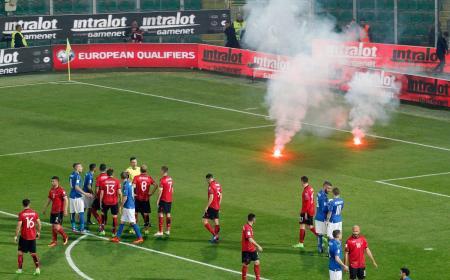 Italia-Albania sospesa