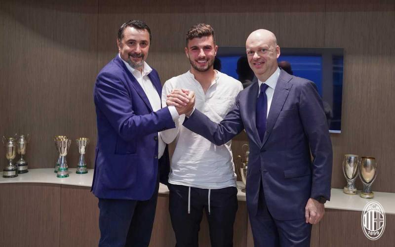 Cutrone Twitter uff Milan