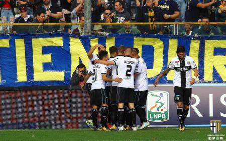 Parma esultanza gruppo 17-18 Foto Parma Twitter