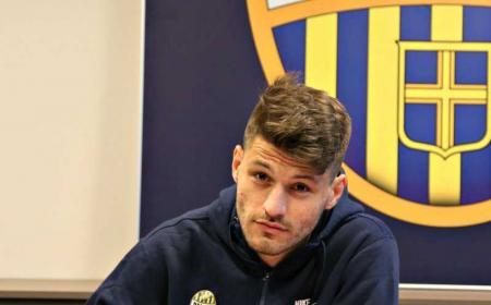 Petkovic firma Hellas Verona Twitter