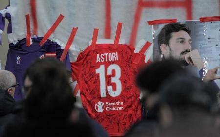 Astori maglia omaggio Fiorentina Twitter