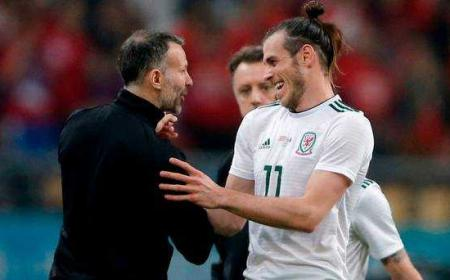 Giggs e Bale Galles Foto Independent