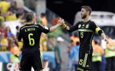Sergio Ramos e Iniesta Spagna Foto Bleacher Report